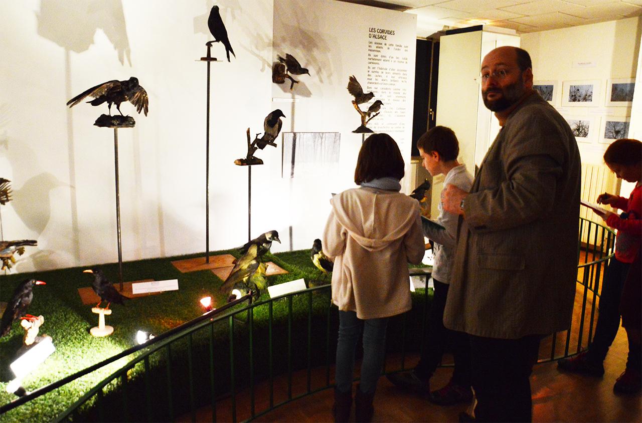 박물관의 학생들. 콜마르의 초등학생들이 선생님들과 함께 박물관에 현장학습을 나왔다.