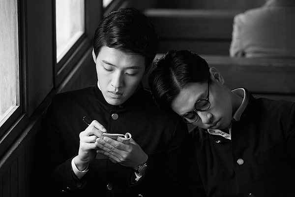관객들에게는 강하늘과 박정민이란 두 배우의 이름을 확실하게 기억하게 해준 작품이 되었다.