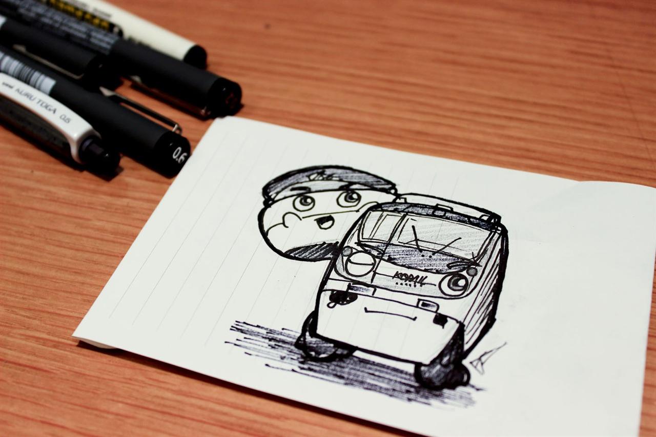 인터뷰가 끝날때쯤 정경훈 씨가 한 컷을 완성했다. 왼쪽이 '오너 캐릭터'인 티오, 오른쪽이 최근 부산에 개통한 '동해선'의 전동차.