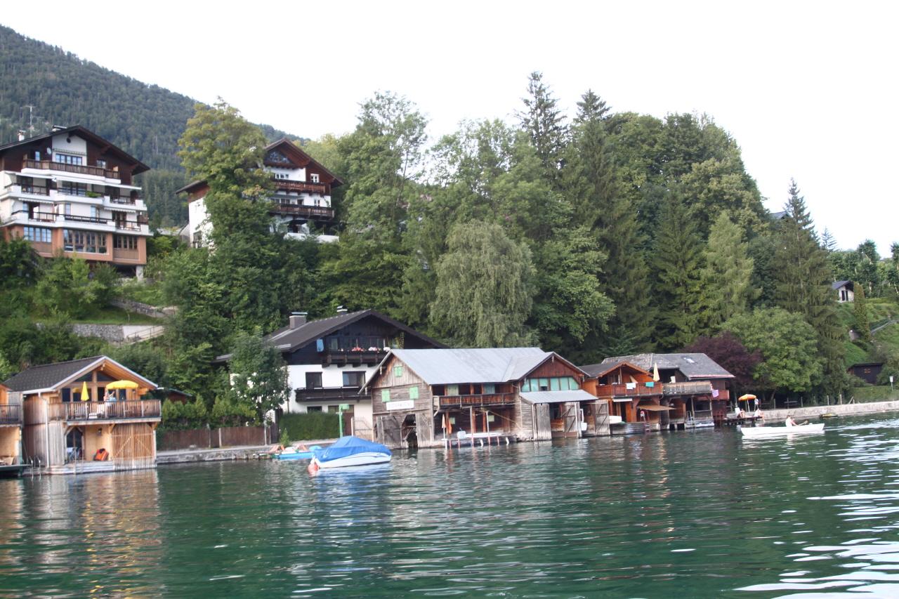 할슈타트 마을 할슈타트 호수의 남서쪽 다흐슈타인 산자락에 자리한 할슈타트는 인구 800명의 작은 마을이다. 1997년 마을 전체가 유네스코 세계문화유산에 등재됐을 정도로 오랜 역사와 빼어난 경관을 지니고 있다.