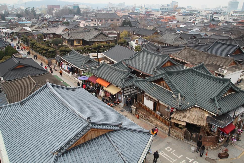 한국의 멋과 낭만이 살아 숨 쉬는 곳, 전주 한옥마을 풍경이다.