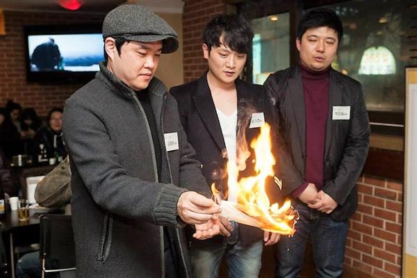 <또 하나의 약속> 고사 현장에서의 김태윤 감독, 윤기호 피디, 박성일 피디(왼쪽부터)