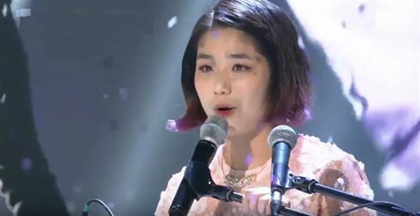 SBS < K팝스타5 > 첫 생방송에서 안예은이 자작곡 '봄이 온다면'을 부르는 모습.