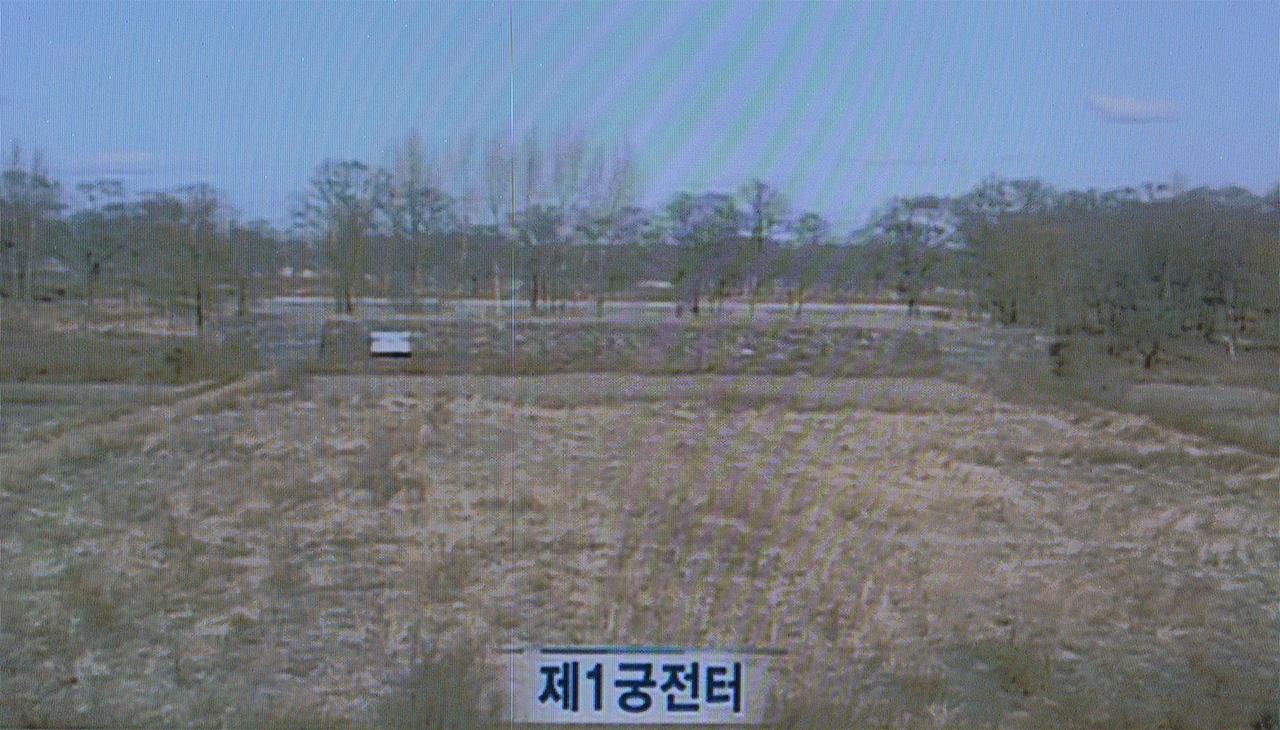 발해 수도 상경에 남은 궁궐 터. 서울시 용산구의 국립중앙박물관에서 찍은 사진. 동영상을 찍은 사진이라서 화면이 고르지 않다.