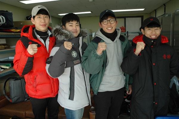 트라이아웃 지원자들. 왼쪽부터 이용준 원대경 선수(선출), 장시형 원진연 선수(비선출)