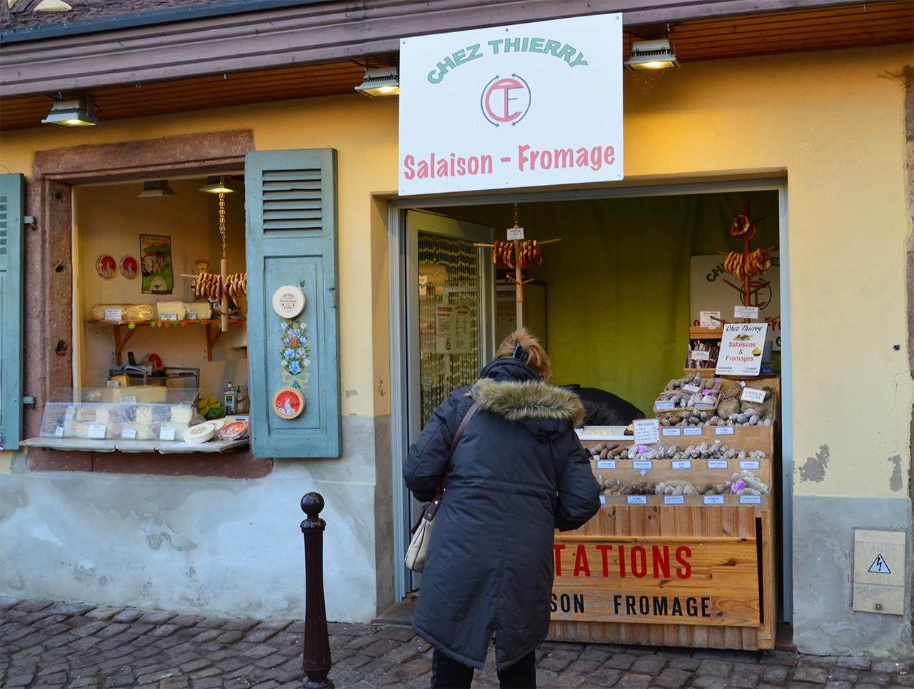 치즈 소시지 가게. 알자스에는 쫄깃하고 부드러운 치즈가 들어간 소시지가 유명하다.