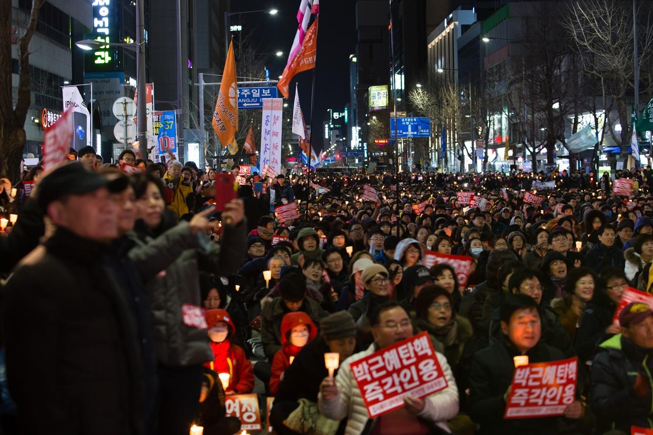 25일(토) 광주 금남로에서 열린 17차 광주시국촛불집회