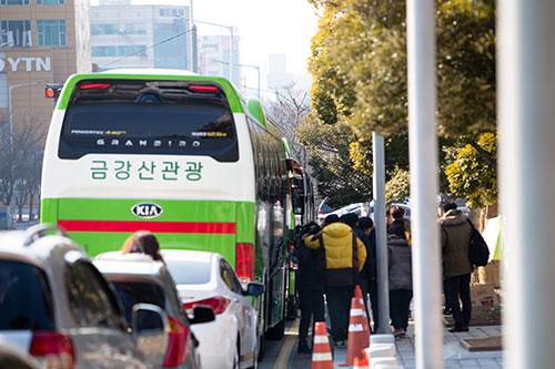 25일(토) 오전 서울 광화문을 향하는 광주 탄핵버스