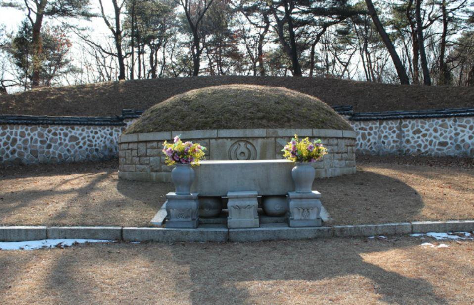 손병희 묘소 서울 우이동 북한산 자락에 있는 손병희 선생의 묘소