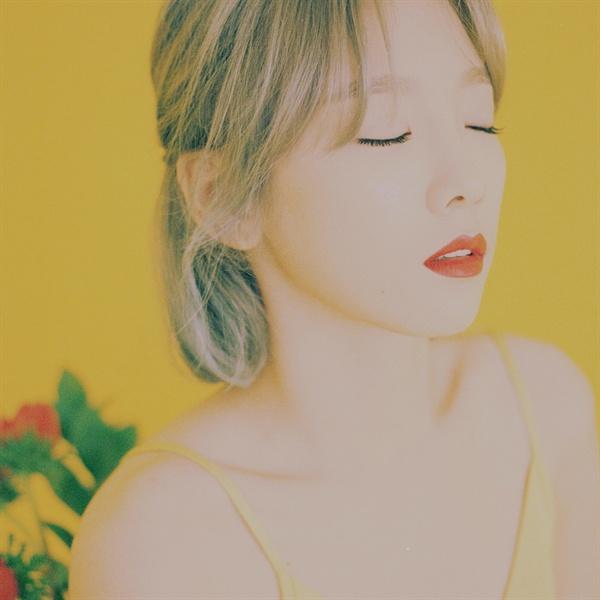 태연의 첫 정규 음반 <My Voice>의 표지.