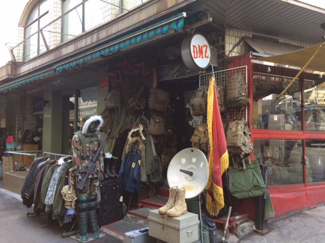 군복매장으로 유명한 이태원 DMZ 전경