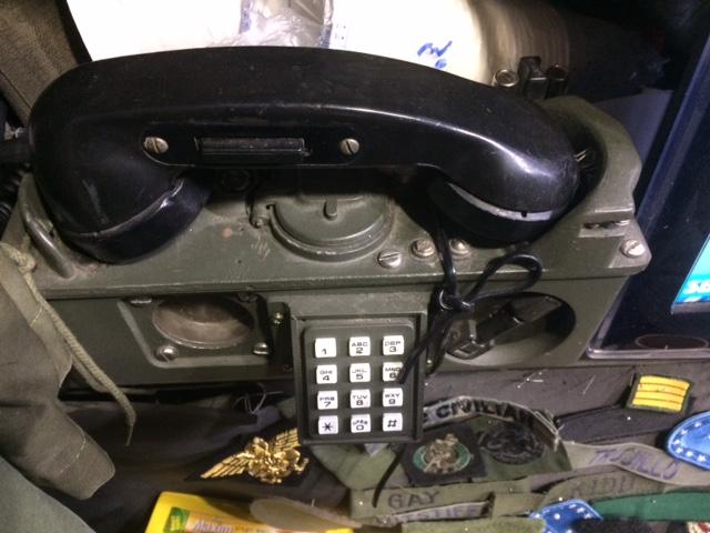 이태원 DNZ 내부에 장식된 군용전화