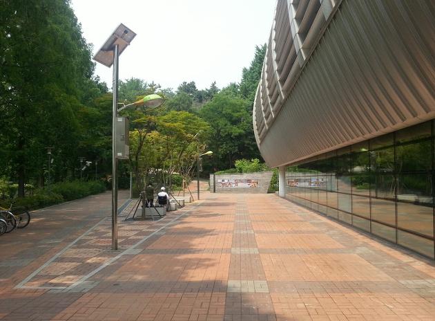 소지품을 잃어버린 장소, 왼쪽 상단에 CCTV가 설치되어 있었음 (사진은 여름에 촬영)
