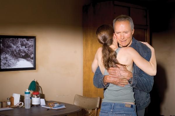 스승과 제자였던 둘의 사이는 어느새 아버지와 딸의 관계로 발전하고 있었다.