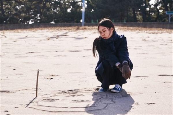 영화 <밤의 해변에서 혼자> 관련 사진.