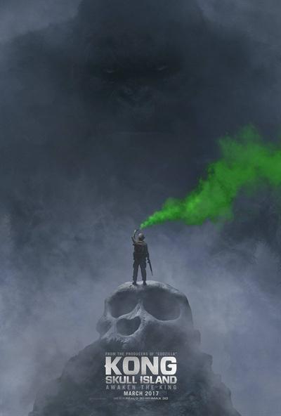 조던 보트-로버츠가 연출한 <콩: 스컬 아일랜드>의 포스터. 피터 잭슨의 연출에 한참 못 미친다.