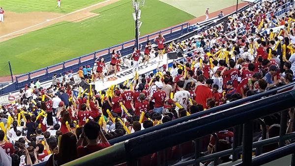 KIA 타이거즈 응원단 한국 프로야구에서 가장 열정적인 응원단으로 KIA 타이거즈가 손꼽힌다.