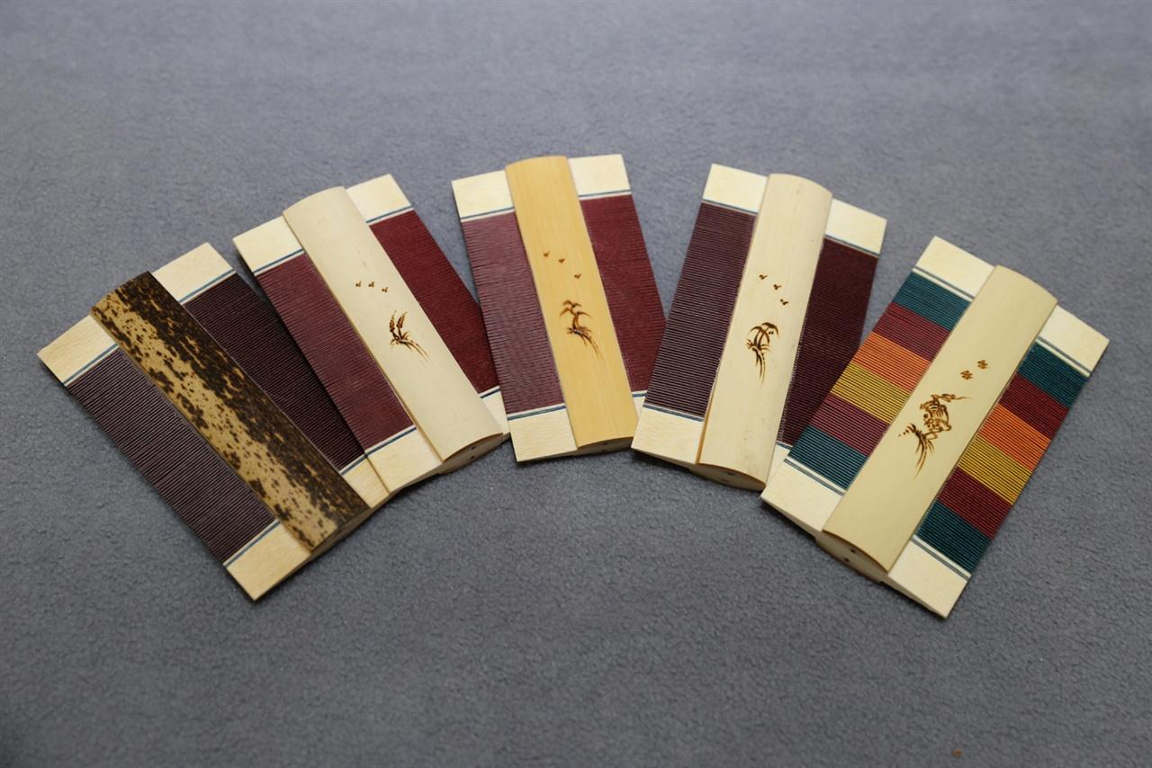 고광록 씨가 만든 참빗들. 전통의 참빗에서부터 색색의 색동참빗까지 다양하다.