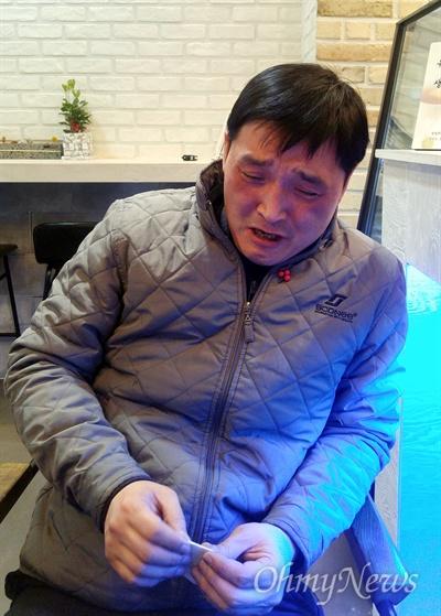 구두를 닦아 번 돈으로 휴게소 매장을 전매했다가 피해를 본 김용태 씨가 억울함을 호소하고 있다. 김 씨는 다시는 자신과 같은 피해자가 나타나지 않도록 사회에 경종을 울려달라고 하소연했다.