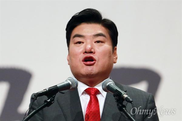 지지호소하는 원유철 17일 오후 서울 영등포구 63빌딩 그랜드볼룸에서 열린 '자유한국당 제19대 대통령후보선거 후보자 비전대회'에서 원유철 후보가 정견을 발표하며 지지를 호소하고 있다.