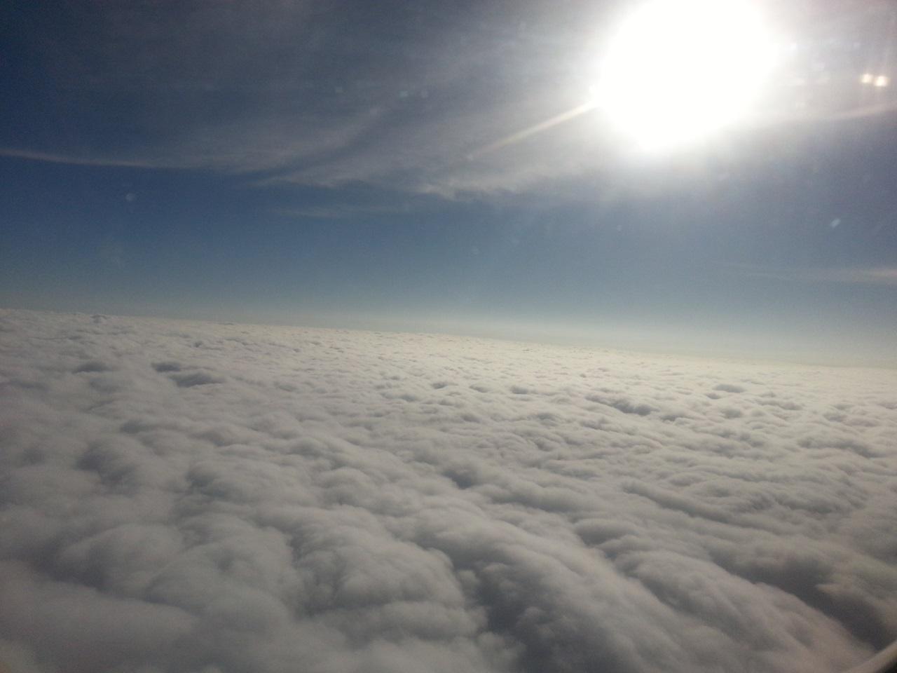 제주하늘 저 구름 아래 제주가 기다리고 있다.