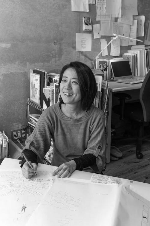 치이사이쇼보를 이끌며 아이와 보내는 살림을 좋아하는 야스나가 노리코 님. 인터뷰하는 얼굴이 매우 환하다. 책 짓는 기쁨이 그대로 퍼지는 듯하다.