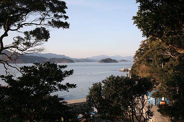 김지호씨 집 평상에 앉아 바다를 쳐다보니 절경이었다.