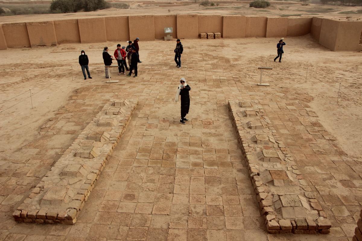14개의 작은 피라미드