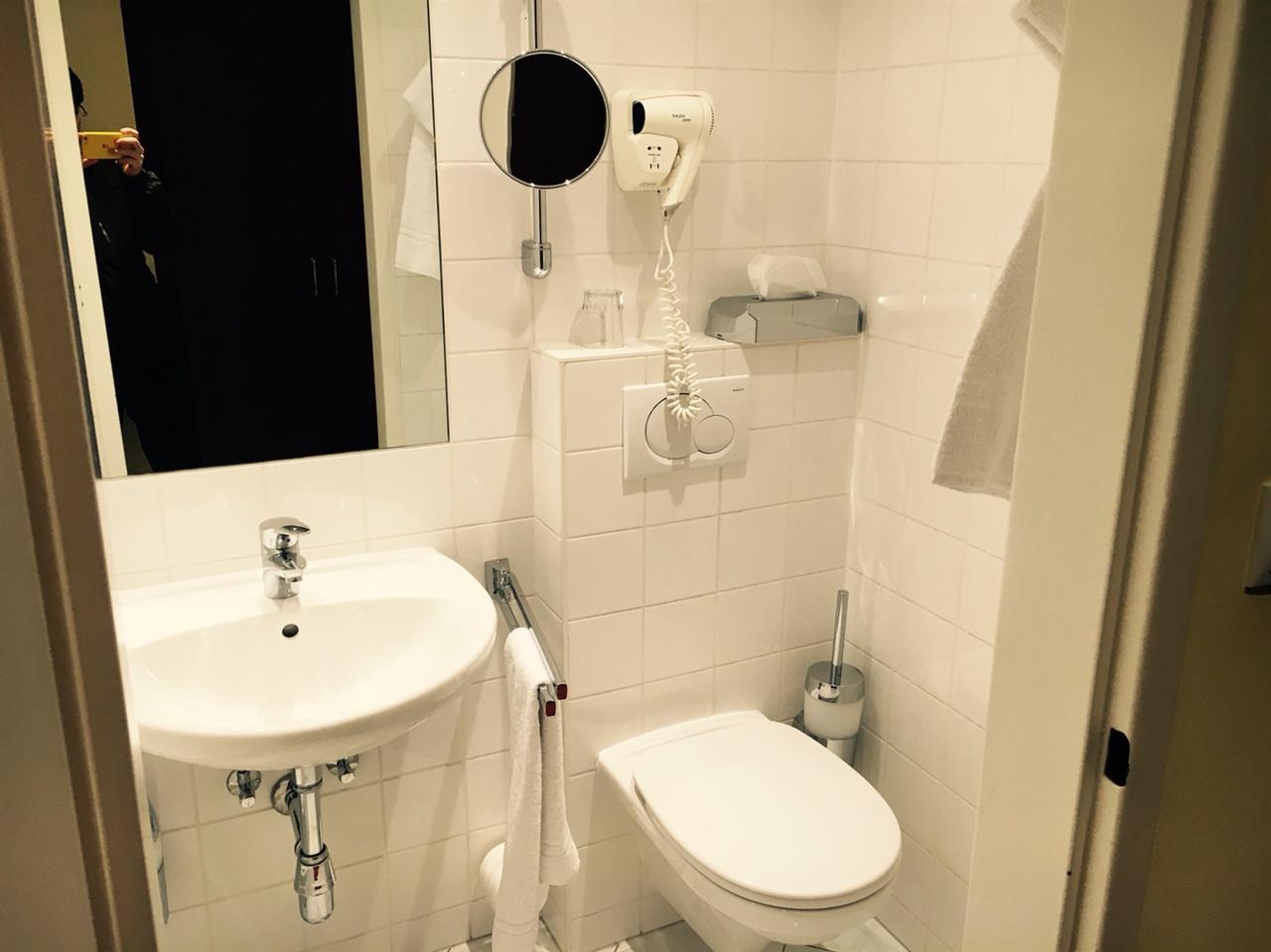 프린츠 오이겐 호텔 욕실의 모습