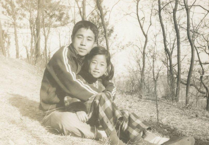 마동욱 젊은 시절 여동생과 함께 찍었다.