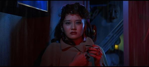 천사의 창자 붉은 교실 가학적인 스토리와는 상반되게, 영화는 미학적인 시도로 가득하다.