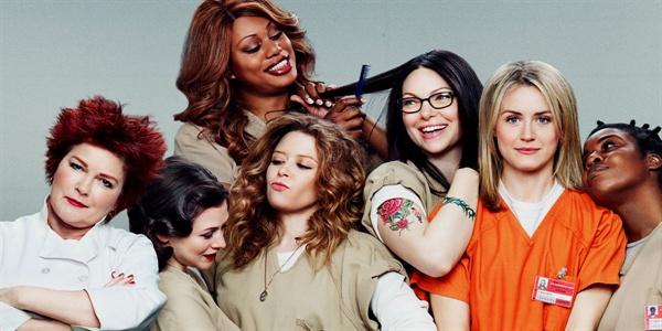 <오렌지 이즈 더 뉴 블랙>의 스틸 이미지. 이런 '페미니즘' '교도소' 드라마가 또 있었던가.