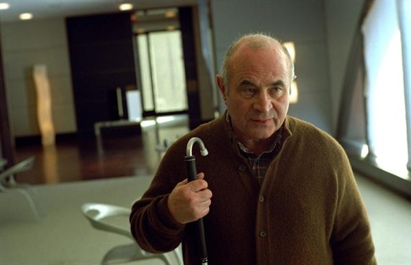 이제는 없는 보물 영화 <스테이>에서 활약했던 영국의 '보물' 밥 호스킨스.