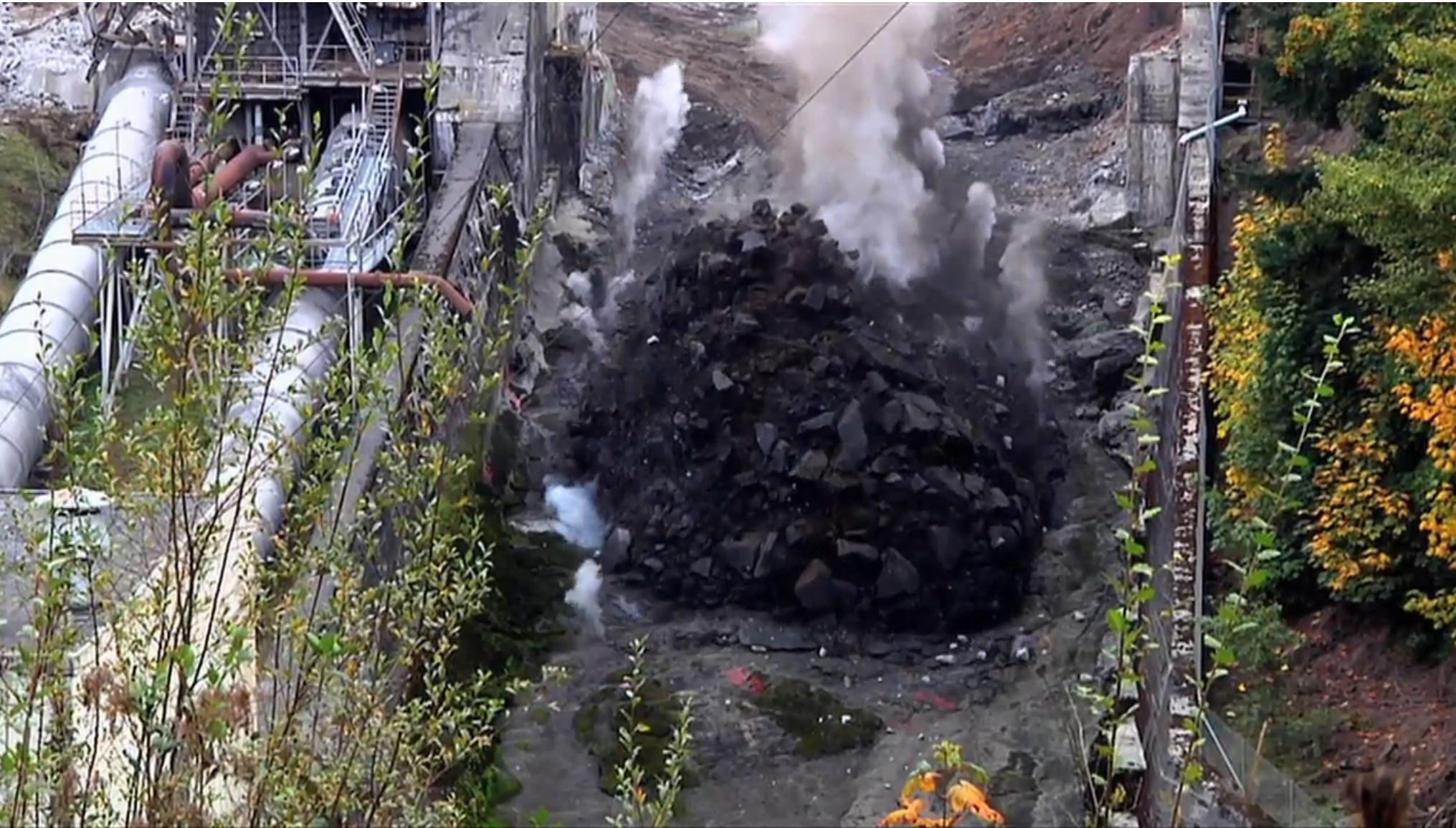 엘와댐 폭파장면