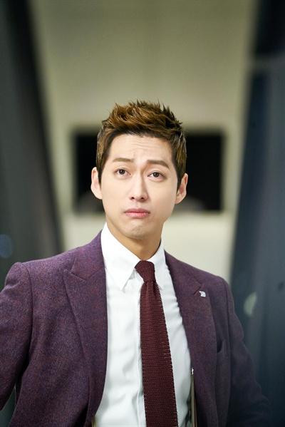 KBS <김과장> 속 배우 남궁민(김성룡 역) 스틸 사진.