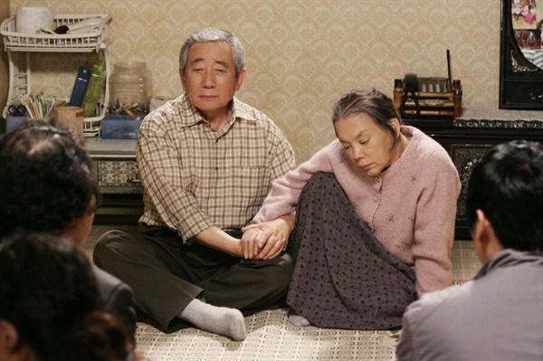 영화 <그대를 사랑합니다>에서 극중 치매 환자로 나오는 조순이씨(김수미 분)와 그의 남편 장군봉씨