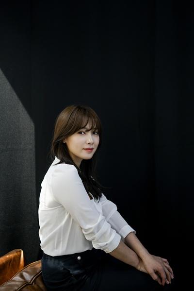 배우 남상미가 지난 13일 KBS <김과장> 종영 인터뷰에 응했다. 남상미는 KBS <김과장>에서 TQ그룹 경리부 대리 윤하경 역할을 맡았다. <김과장>은 배우 남상미의 결혼 후 첫 복귀작이다.