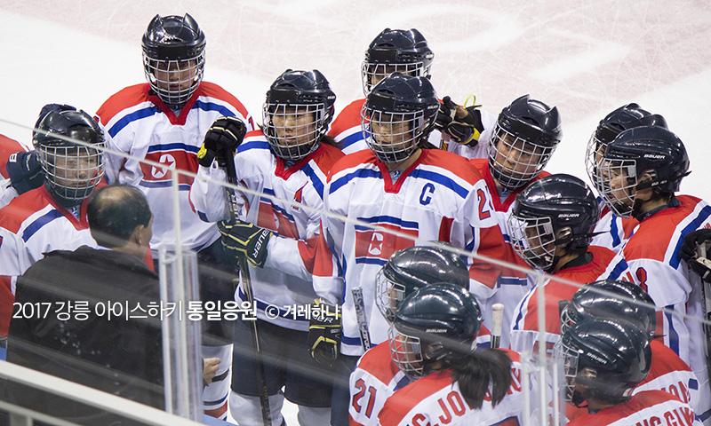 경기중 작전 타임을 가지는 북한선수들