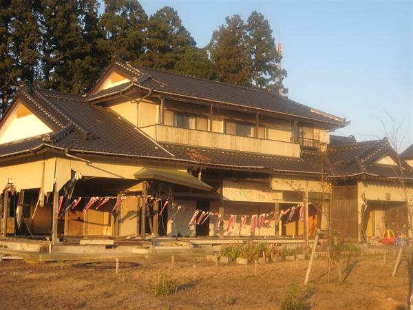 우에노씨 댁. 끝까지 지키려 했던 이 집도 결국 붕괴 위험 때문에 2016년 초에 철거했다.