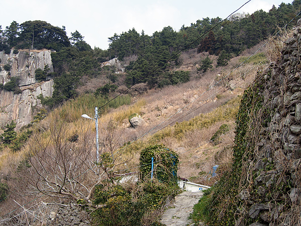 마을과 이어진 산자락 모습. 이런 가파른 곳에서 사람이 살았다는 게 놀랍다. 히말라야 산중턱 마을 모습과 비슷했다