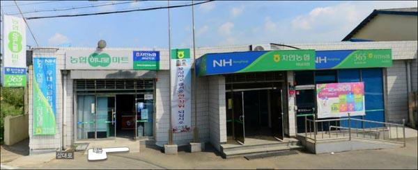 지난 21일 총기를 든 범인이 현금 1500만 원을 빼앗아 달아난 경북 경산에 있는 자인농협 하남지점.
