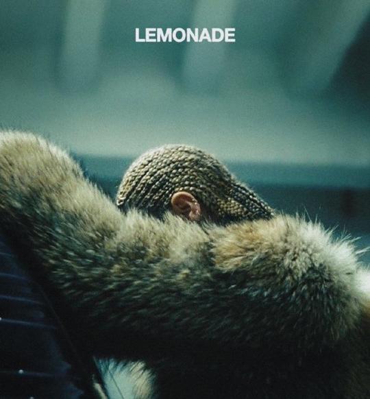 지난해 비평가들의 찬사를 받은 비욘세의 음반 `Lemonade`. 수록곡 중 `Hold Up`엔 무려 13명이 작사/작곡자로 이름을 올렸다.