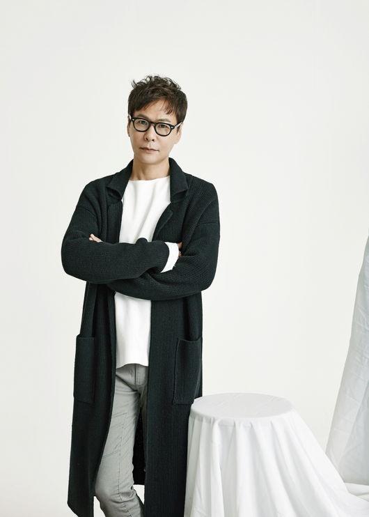 후배들과 `원피스`팀을 결성해 창작 활동을 펼치고 있는 작곡가 윤상