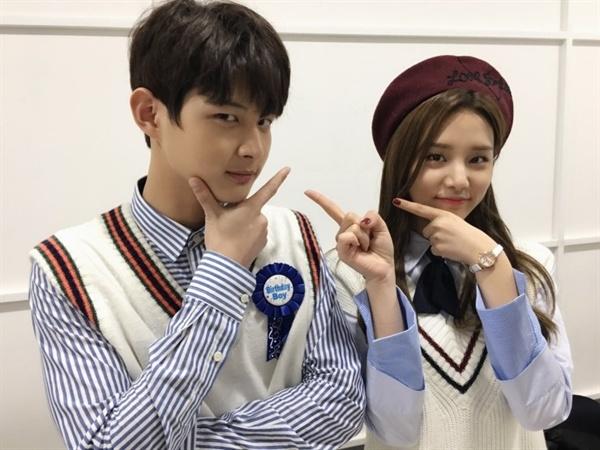 KBS <뮤직뱅크> 공식 트위터에 올라온 MC 이서원·솔빈의 사진.