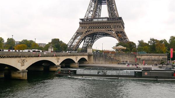 <금속활자의 비밀들> 한 장면. '직지'를 보관중인 프랑스
