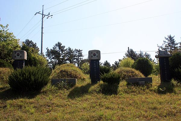 소안항일운동 주역인 송내호, 송기호 형제와 부친을 모신 묘역 모습