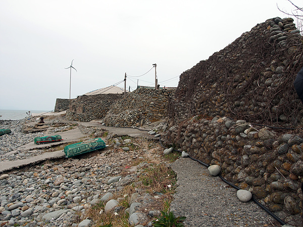 원도해변에 놓인 돌들은 모두가  둥근돌이다