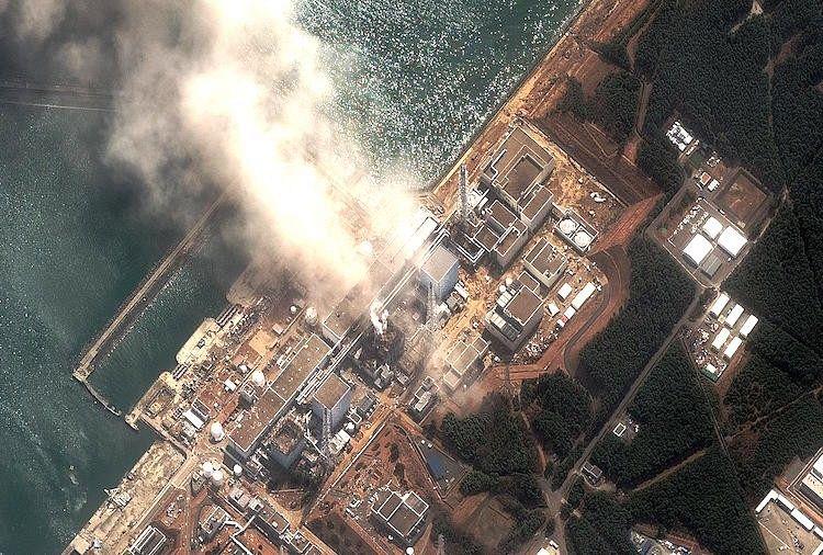 2011년 후쿠시마 원전 폭발 장면. 사고 후 5년이 지났지만 아직도  현장에서는 방사능이 유출되고 있고, 수습은 언제 끝날지 알 수 없다.