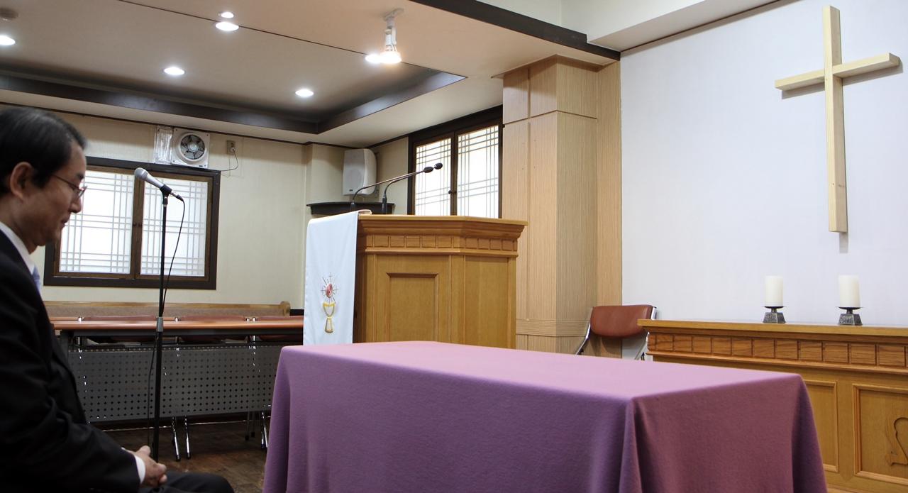 삼일교회에서 기도 중인 하태영 목사.