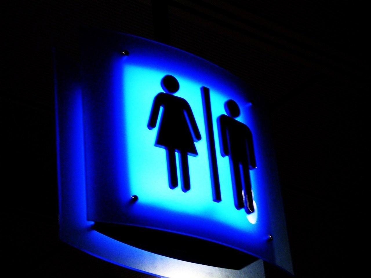 공용화장실은 여전히 공포의 대상이다.